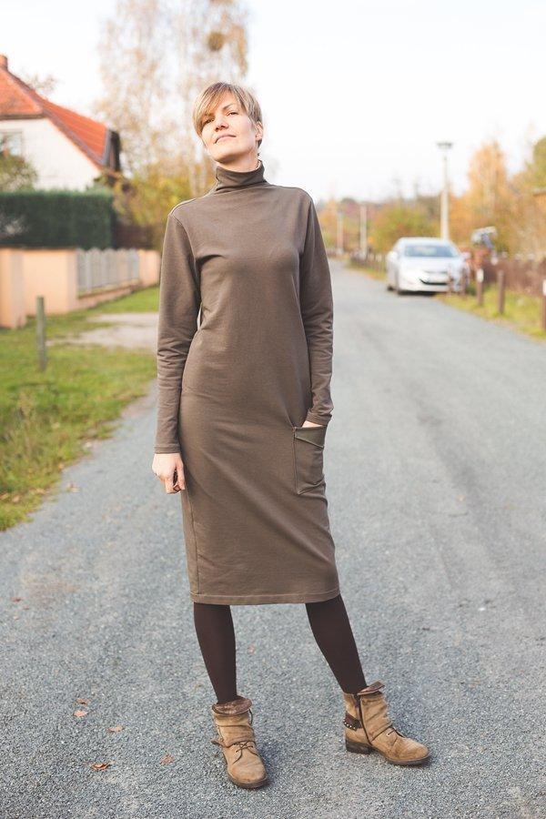 karl_midikleid_rollkragen