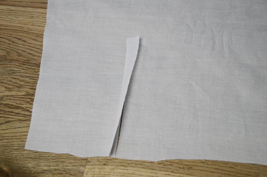 Ärmelschlitz nähen: Einfassstreifen bügeln