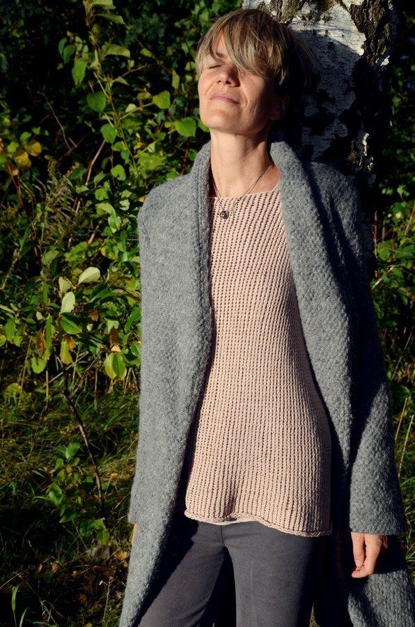 """Coatigan nähen aus dickem grauem Wollstrick mit Schnittmuster aus dem Buch """"1 Schnitt 10 Jacken"""""""