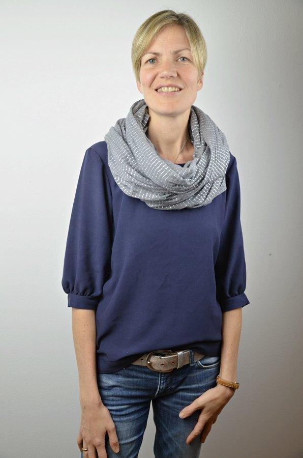"""""""Sophie"""" von schnittchen in dunkelblau mit Schal"""
